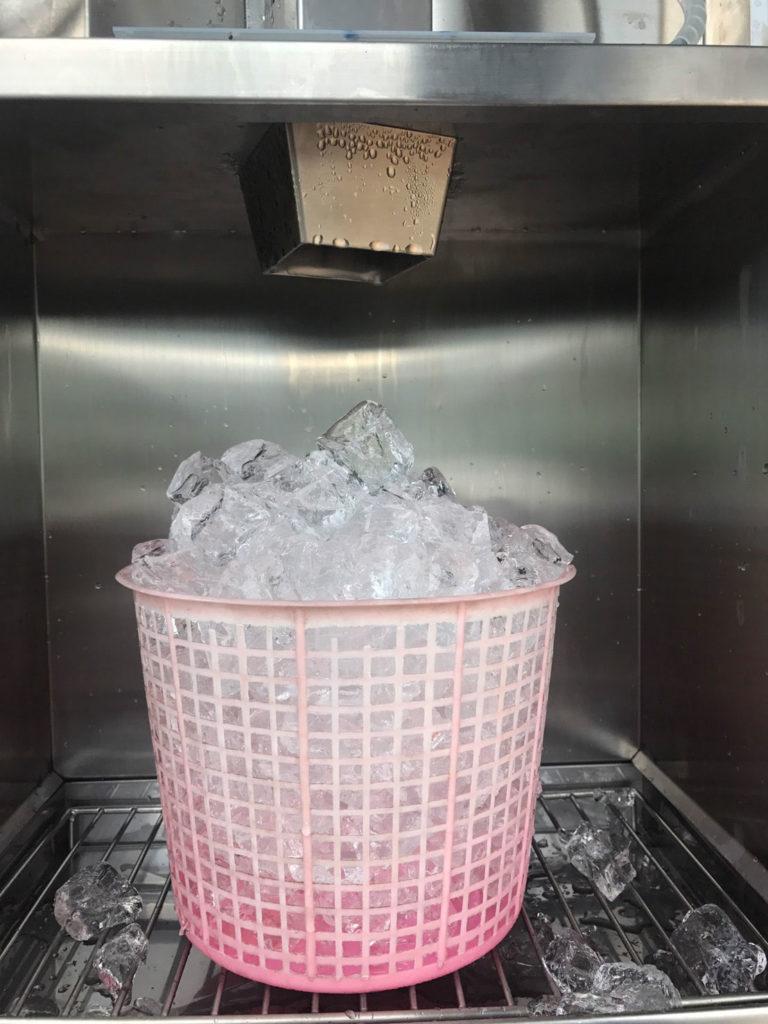 น้ำแข็งหยอดเหรียญอัตโนมัติ